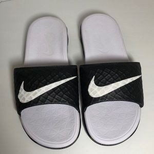 Nike Slide Sandals Size: 9 Black and White